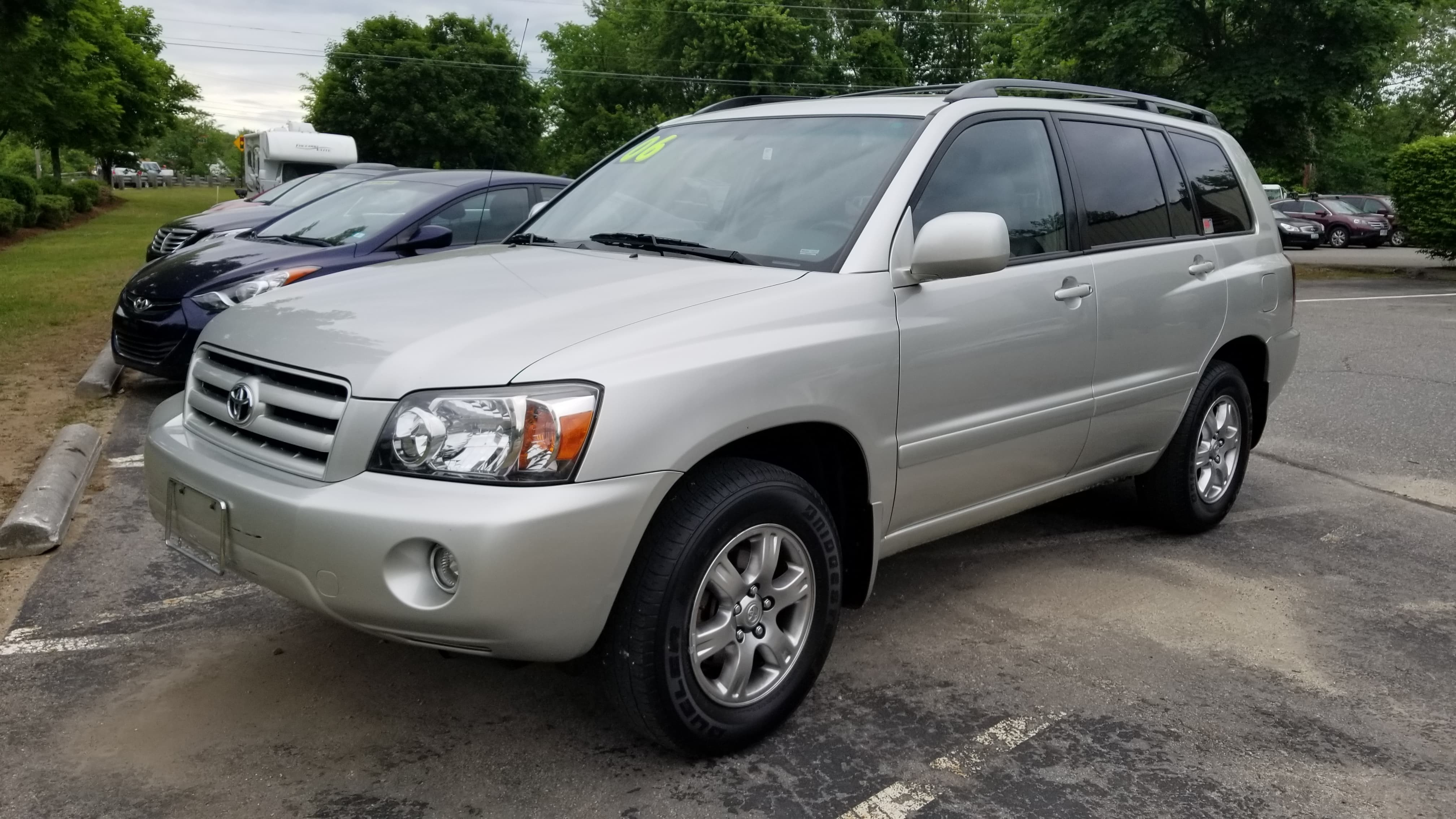 2006 Toyota Highlander AWD w/ Sunroof and 3rd Row Seating!